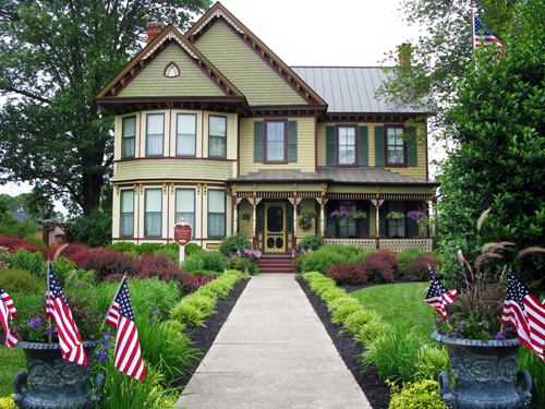 The Kenmare House – 1880′s Queen Anne Victorian in Bowling Green, Virginia